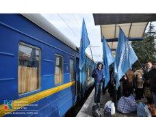 политическая ситуация в Украине, Митингующие в Киеве крымчане отправляются домой, чтоб выйти на работу