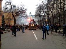 политическая ситуация в Украине, Молодежь Симферополя осуждает беспорядки в Киеве, – опрос
