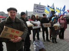 политическая ситуация в Украине, Крымчане собрали еду и теплые вещи в поддержку участников митинга в Киеве