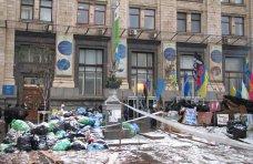 политическая ситуация в Украине, Майдан в Киеве: баррикады из мусора и граффити на стенах