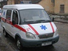 ДТП, В Симферополе скорая помощь застряла на скользкой дороге