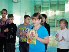 Книги которые нас воспитали, Книга от Златы Огневич досталась школьнице из Симферополя