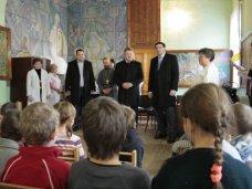 День Святого Николая, В Симферополе детское психиатрическое отделение получило новые стулья