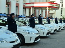 Автомобили, Ко Дню милиции крымские правоохранители получили 15 служебных автомобилей