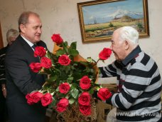 юбилей, Крымский премьер поздравил ветерана с 90-летием