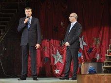 Новый год, В симферопольском цирке открыли главную елку Крыма