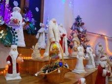 Выставка, В Евпатории открыли выставку новогодних открыток и игрушек