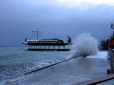 Происшествие, В Ялте пенсионерка упала в море