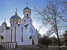 Религия, Крымский премьер посетил храм Священномученика Вениамина в Симферополе