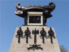 Вандализм, В Севастополе вандалы разрисовали памятник Казарскому