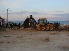 незаконное строительство, На севастопольском пляже демонтировали незаконно установленный забор
