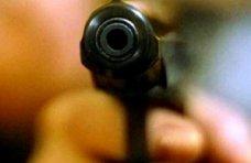 Кража, В Крыму пьяный с пистолетом требовал в магазине алкоголь в долг