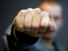 Драка, В Севастополе был избит сотрудник газеты «Флаг Родины»