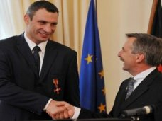 От Кличко требуют объяснений, за что он получил немецкий орден