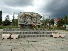 Памятник, Крымских предпринимателей призвали помочь в реконструкции памятников времен войны