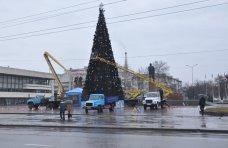 Городская елка, В Симферополе разбирают новогодние елки