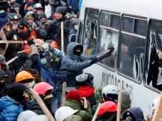 политическая ситуация в Украине, Севастопольские депутаты потребовали принять решительные меры для восстановления порядка в стране
