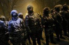 политическая ситуация в Украине, В Симферополе собирают вещи для крымских солдат и «Беркута» в Киеве