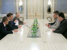 политическая ситуация в Украине, Президент Украины предложил оппозиционерам должности в правительстве