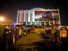 политическая ситуация в Украине, Участники беспорядков в Киеве ночью пытались штурмовать Украинский дом