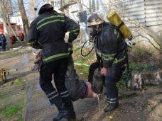 Пожар, В Севастополе из горящего подвала спасли двух бездомных
