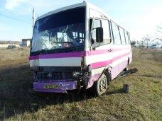 В Белогорском районе рейсовый автобус столкнулся с двумя автомобилями