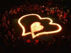 В Севастополе выложили «Пылающие сердца»