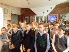 В учебных учреждениях Крыма пройдут уроки памяти и конкурсы патриотической песни