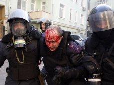В Киеве ранено более 20 правоохранителей