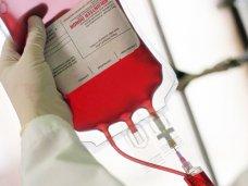 В Евпатории доноры сдают кровь для пострадавших в Киеве правоохранителей