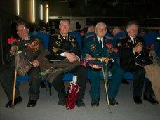 В Симферополе байкеры поздравили ветеранов с 23 февраля