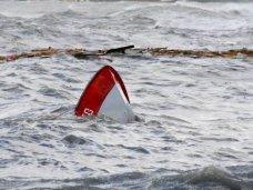 В озере возле Сак перевернулась лодка с тремя рыбаками