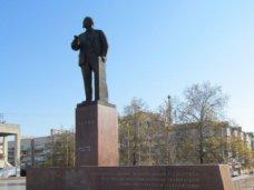 Демонтировать памятник Ленину в Симферополе запрещено без разрешения Министерства культуры Украины, – горсовет