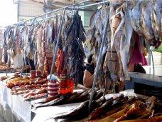 На рынки Керчи поставили почти 50 тонн рыбы неизвестного происхождения