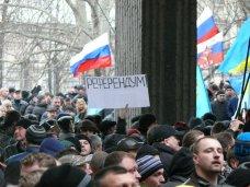 Протестующие в Симферополе пытались штурмовать здание парламента