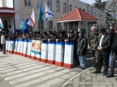 В Симферополе пикетируют главк МВД