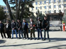Дружинники взяли под охрану прокуратуру Крыма