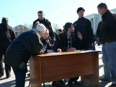 В Симферополе начали записывать в народное ополчение