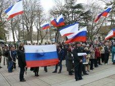В Симферополе проходит митинг в поддержку референдума