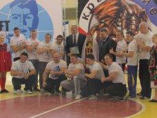 В Симферополе открылся чемпионат по армрестлингу