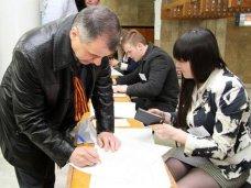 Глава парламента Крыма проголосовал на референдуме