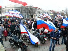 В Симферополе проводят митинг в поддержку референдума