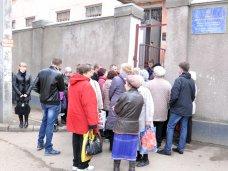 В паспортных столах Симферополя продолжается ажиотаж
