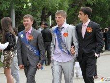 В этом году школьники Крыма получат вместо медалей нагрудные знаки