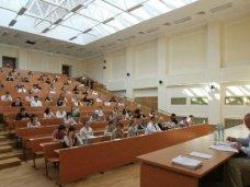 Вузы России готовы принять заявления от всех желающих крымских выпускников