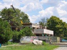 В Симферополе продолжают реконструировать городские парки