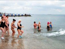Крымские моржи закрыли зимний купальный сезон