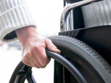 Двум инвалидам в Алуште вручили средства реабилитации