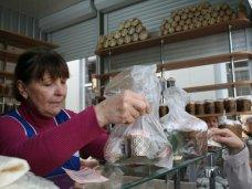 Жители Симферополя готовятся к Пасхе