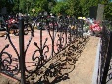 В Симферополе задержали бездомного, воровавшего оградки с кладбища